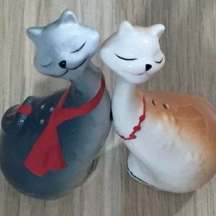 unboxing-bizarre-jun-cats